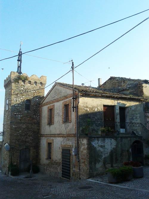 Torre di Montone